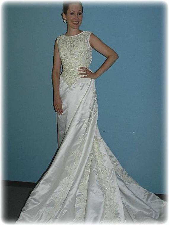 Vintage Sleeveless Designer Wedding Dress With Detachable Train
