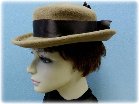 Vintage sailor style tan wool hat by Betmar