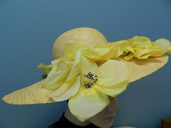 """Beige Summer Straw & Floral Hat with 5""""Brim - image 2"""