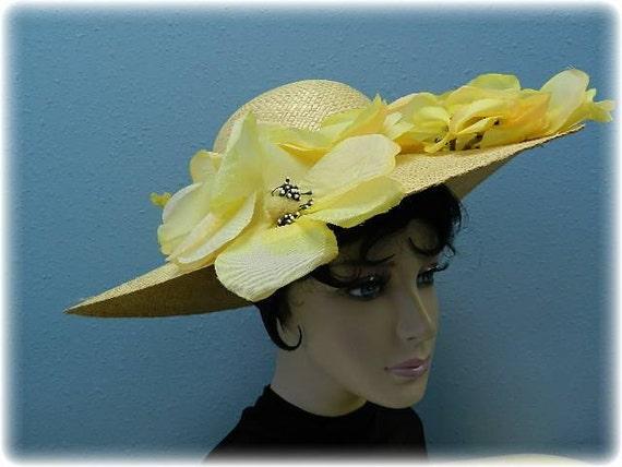 """Beige Summer Straw & Floral Hat with 5""""Brim - image 1"""
