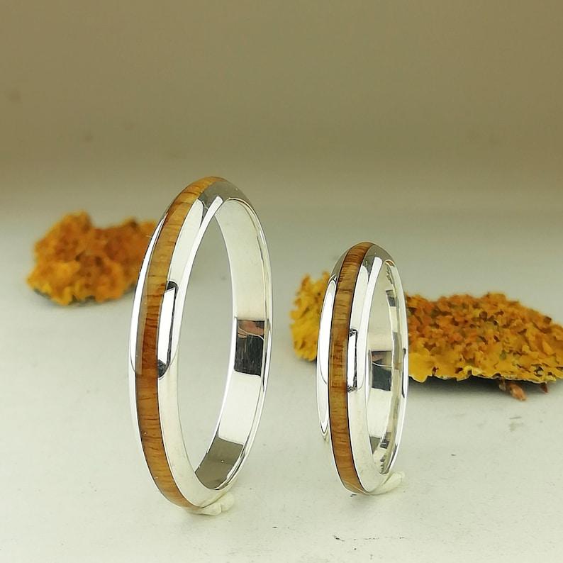 a0a646fa8a50 Pareja de anillos de plata con madera de palo santo Idea