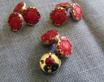 Button vintage red and gold