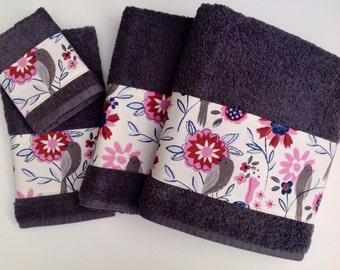 Grey towels with a beautiful trim to decorate any bathroom.  great way to change up your bathroom.  Great gift for the holidays.