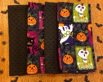 Set of 4 double-sided napkins,Halloween is just around the corner, these bright colored napkins will help you celebrate and decorate.