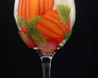 Fall Pumpkins and Apples are the theme of this wine glass.  Beautiful leaves, apples and pumpkins.  Fall tables will shine. 1 glass 20oz.