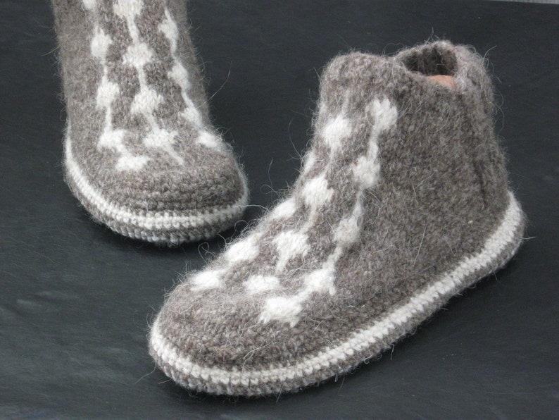 7dc96554ee72d4 Mens pantofole con la suola Mens crochet pantofola calzini