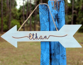 Wooden Name Sign, Bedroom Woodsy Arrow Plaque, Personalized Rustic Bedroom Decor, blue gray white decoration, kids farmhouse bedroom arrow