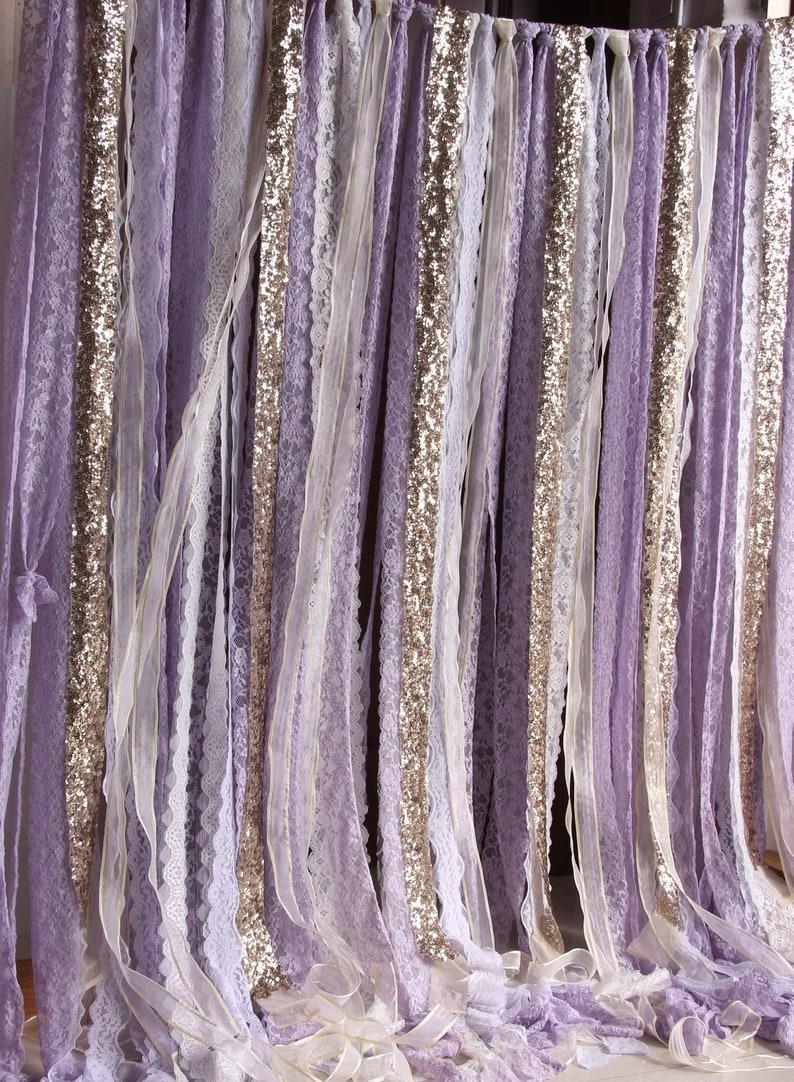 Photo d'un sublime rideau lavande et or Description du rideau  Créatrice ETSY : SilverDrawer