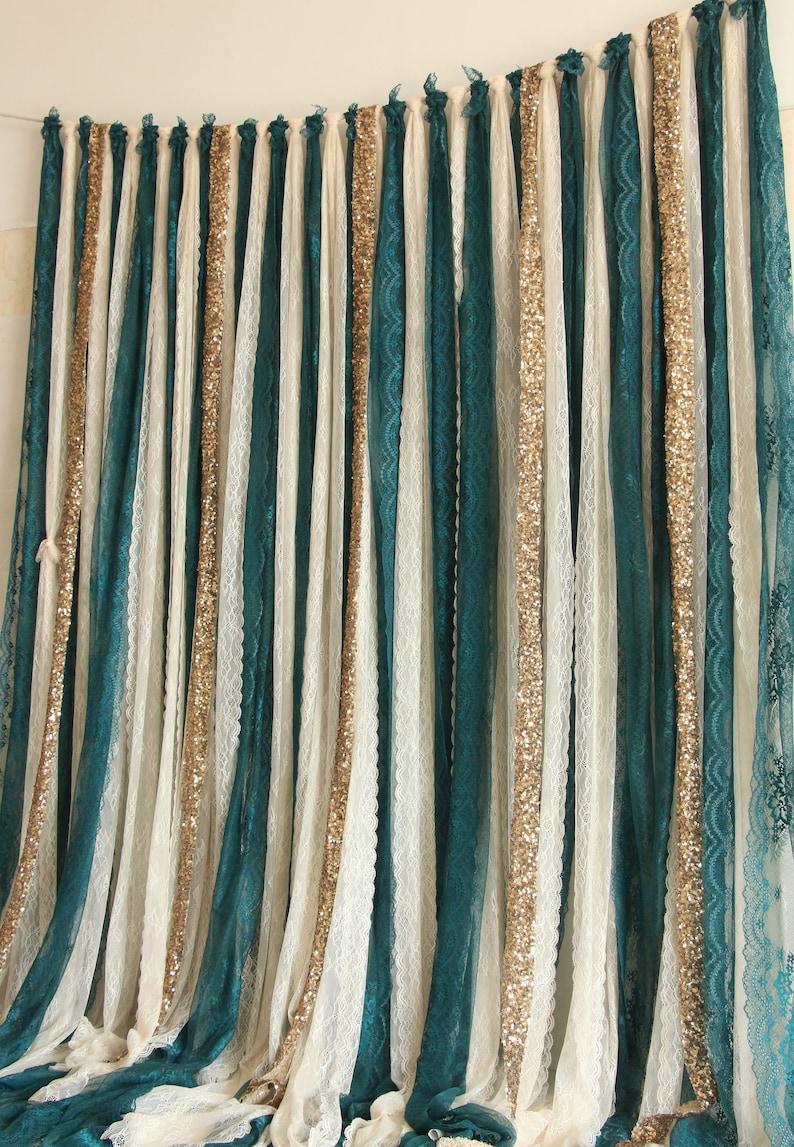 Rideau en dentelle dans les tons vert avec paillettes or - Créatrice ETSY : SilverDrawer