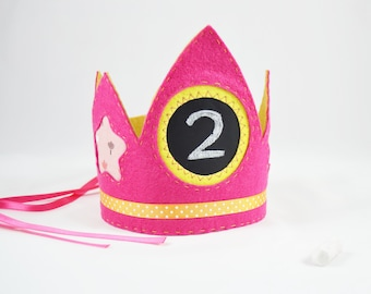Set of crown and magic wand to make all your desires come true