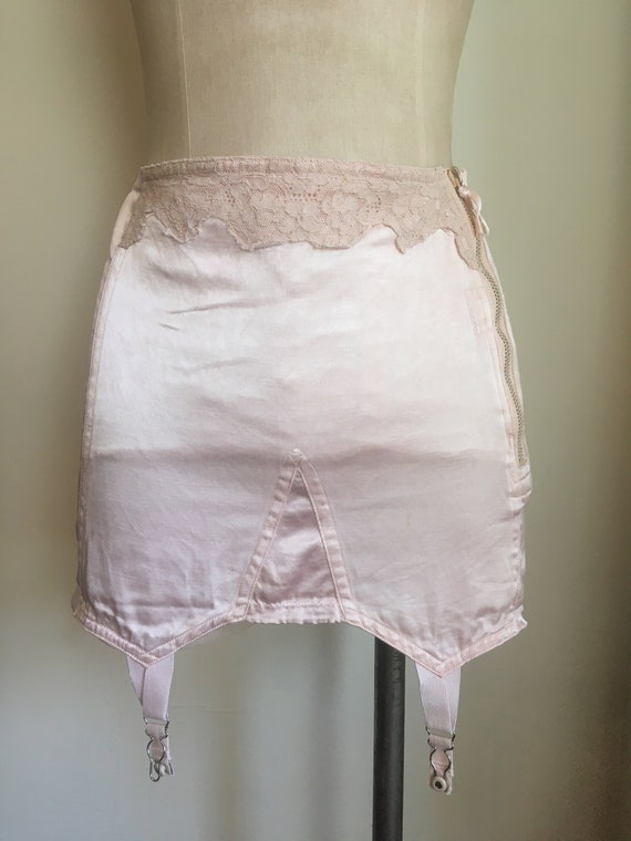 1950s Blush Pink Satin & Lace Garter Belt - image 3