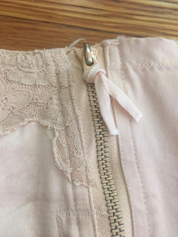 1950s Blush Pink Satin & Lace Garter Belt - image 7