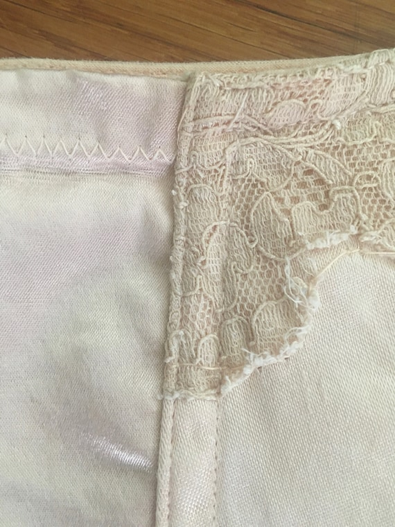 1950s Blush Pink Satin & Lace Garter Belt - image 10