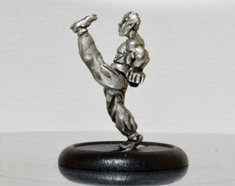 Modern Miniature - High kicking Kung Fu - 28mm Unpainted - WF07