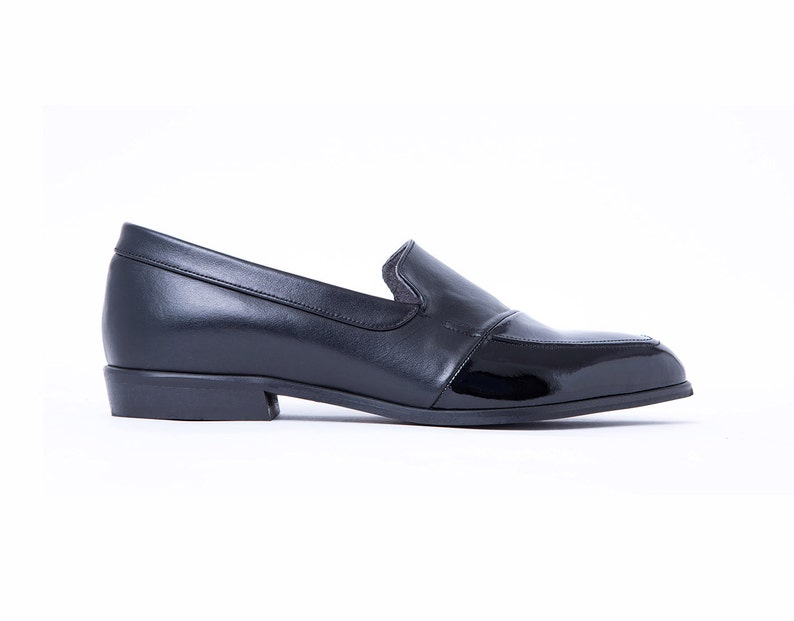 Women/'s Black Shiny Moccasins Casual Black Slip On Shoes Everyday Comfortable Flats Leather Loafers Stylish Elegant Shoes