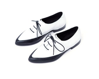 Women Oxfords, Custom Made Shoes, Black and White Oxford Shoes, Women Wingtip Shoes, Oxford Flats, Elegant Shoes, Lace Up Shoes, Women flats