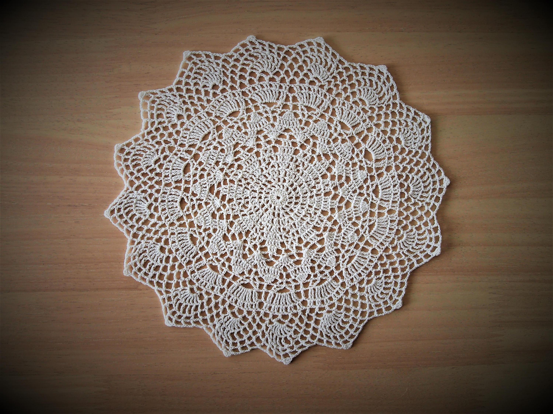 Einfache weiße Häkeldeckchen Von VerLen häkeln gemacht