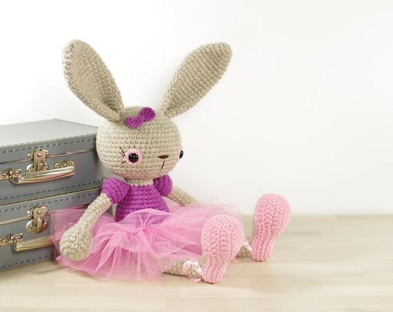 Bunny Holder Amigurumi - Free Pattern | Craft Passion | 453x570