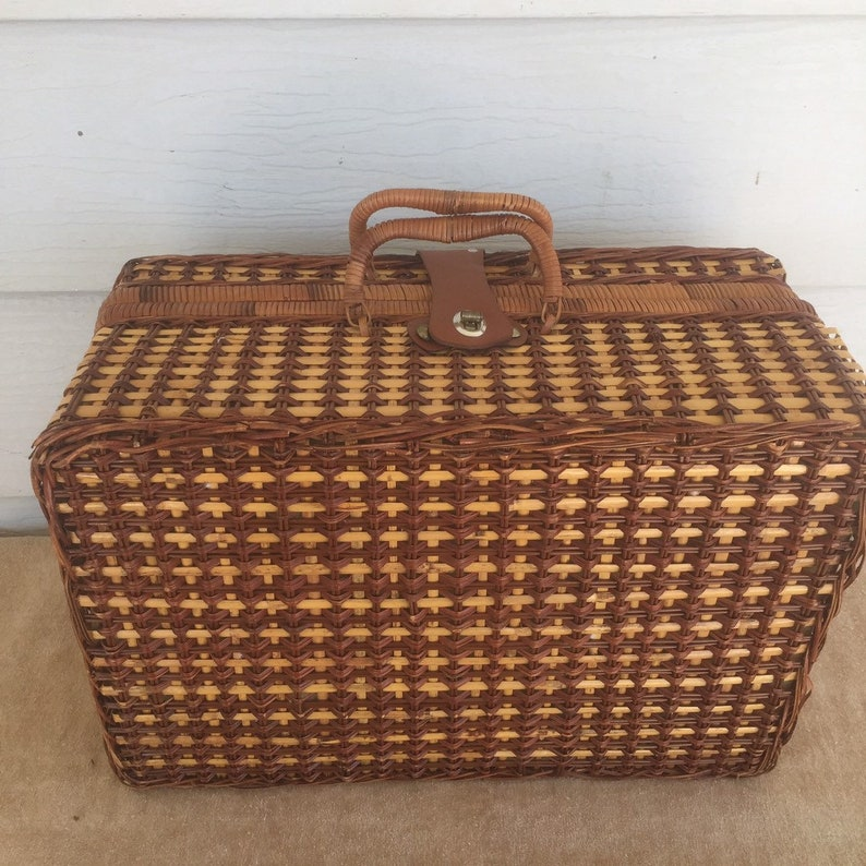 Large Vintage Wicker Picnic Basket Picnic Hamper Tailgate BBQ