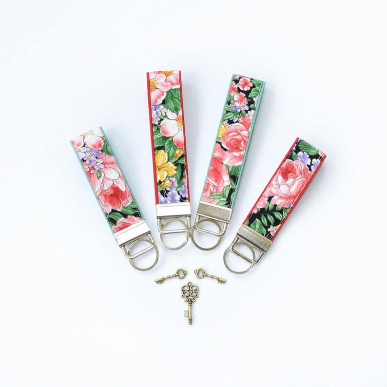c6f7028361b9cf Rosa Rosen-Schlüsselanhänger für Frauen staubigen rosa Mini