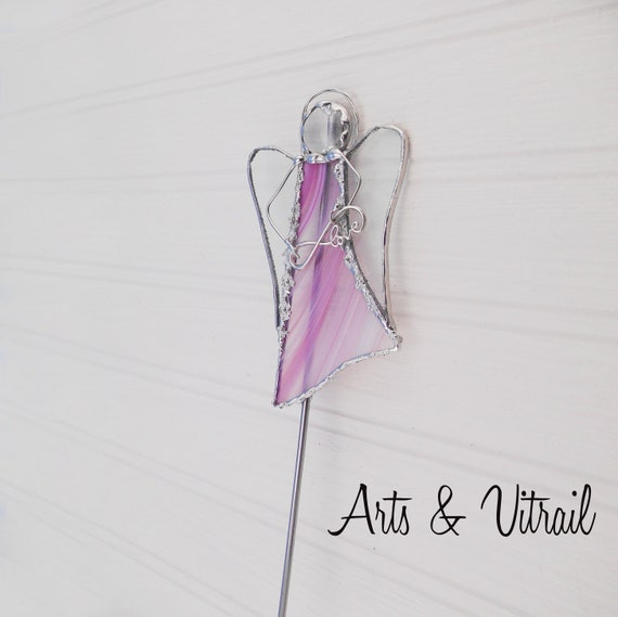"""Ange vitrail sur tige de métal pour plante ou jardin.  Il portera un signe infinity de votre choix.  Disponibles en 2 grandeurs : 10"""" ou 17"""""""