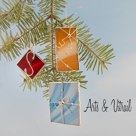 Stained glass Christmas Ornaments Set of 3 Christmas Gifts, Decorated with Wire, Gift Tag on Christmas Tree Decoration