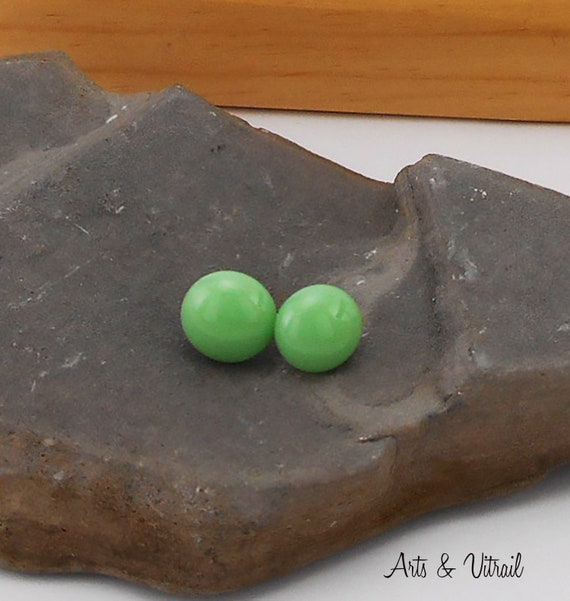 Green Earring, stud Hypoallergenic, Minimalist Jewel for Women or Girls