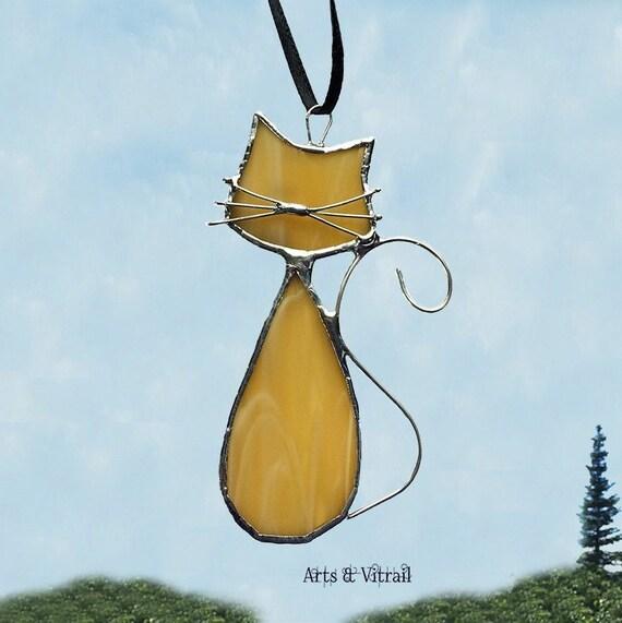 """Chat en vitrail de la famille """"Ambre"""", son nom est MONSIEUR, décoration de fenêtre, de miroir ou de rétroviseur, création Arts Vitrail"""