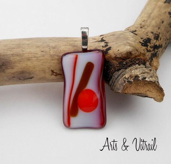 Collier rouge et blanc, pendentif en verre sur une chaine en acier inoxydable