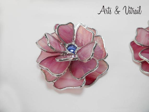 Flower stained glass 3D - Glass Flower, with blue button, 18 glass petals, 4 '' x 4 '' x 2 '' ,  Trinket, unique decorative accessory