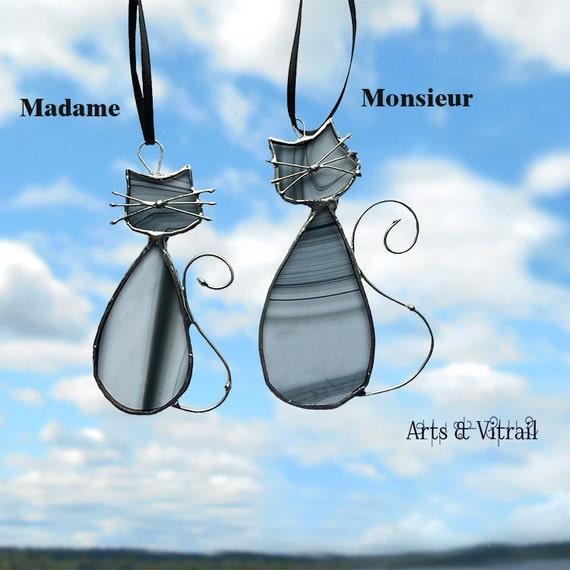 """Chats en vitrail de la famille """"Noire"""", MADAME et MONSIEUR est leur nom.  Un couple d'amoureux en vitrail pour la fenêtre ou le miroir"""