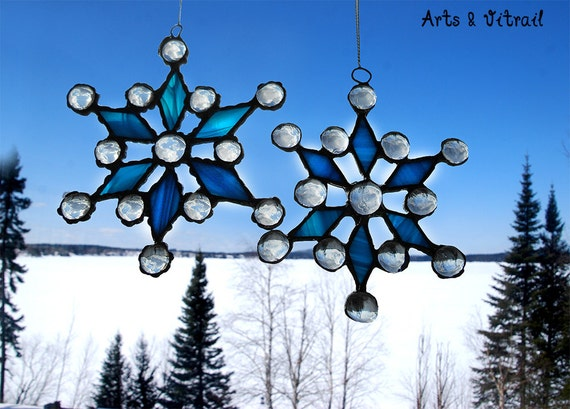 Stained glass snowflake, beautiful decoration to add to your Christmas collection, for the Christmas tree, or to give as a gift