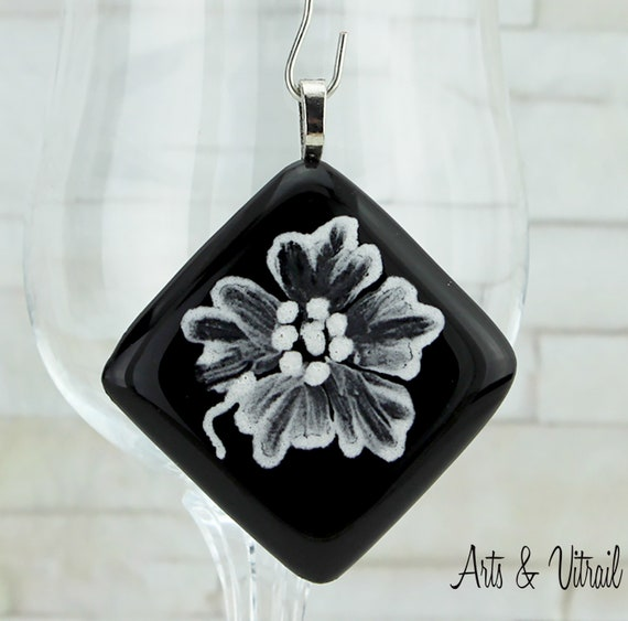 Necklace Black and White Glass Pendant, White Flower Paint Mainmade, Stainless Steel Chain