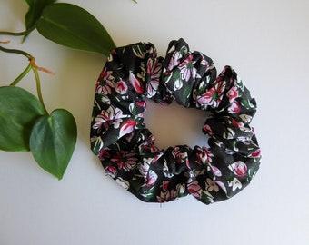 Vintage Floral Scrunchie, Vintage Style Hair Scrunchie, Women's Scrunchie, Floral Scrunchies, Vintage Style Hair Accessories, Vintage Look