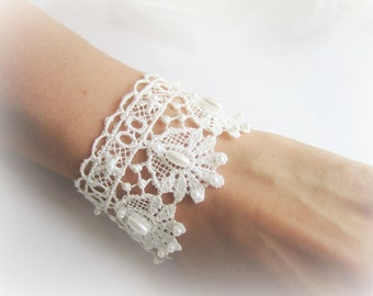 Embroidered lace bracelet, lace cuff bracelet, white ivory lace bracelet, bridesmaid bracelet, bridal lace bracelet, bridesmaid jewelry