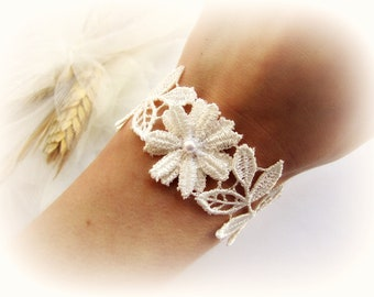 Bridesmaid bracelet lace, flower lace bracelet, ivory, white bridal lace bracelet, wedding jewelry, flower and leaves, gift for her