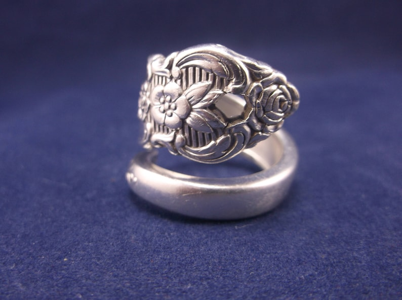 Spoon Ring 1952 Distinction Vintage Spoon Jewelry Size 7.5