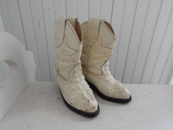 Vintage Child's Frayeri White Caymen / Alligator W