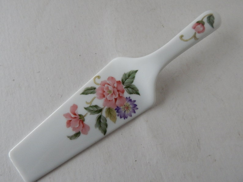 Hostess Gift Vintage Wedding Anniversary Cake Server Dessert Server Marked Japan Dainty Ceramic Cake Server with Rose Floral Design
