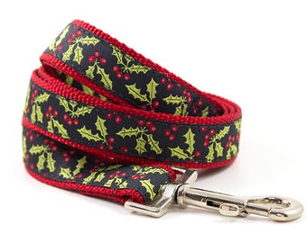 Matching Christmas Leash // S-L Leash // Pattern: Christmas Holly and Berries