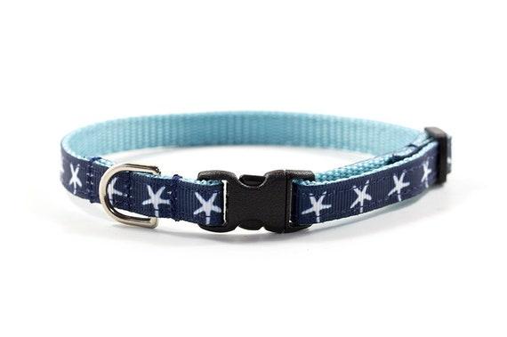 """Collier nautique / / 3/8"""" largeur / / petits chiens et chats / ou échappée, Standard boucle boucle en métal / / motif: étoile de mer bleu marine"""