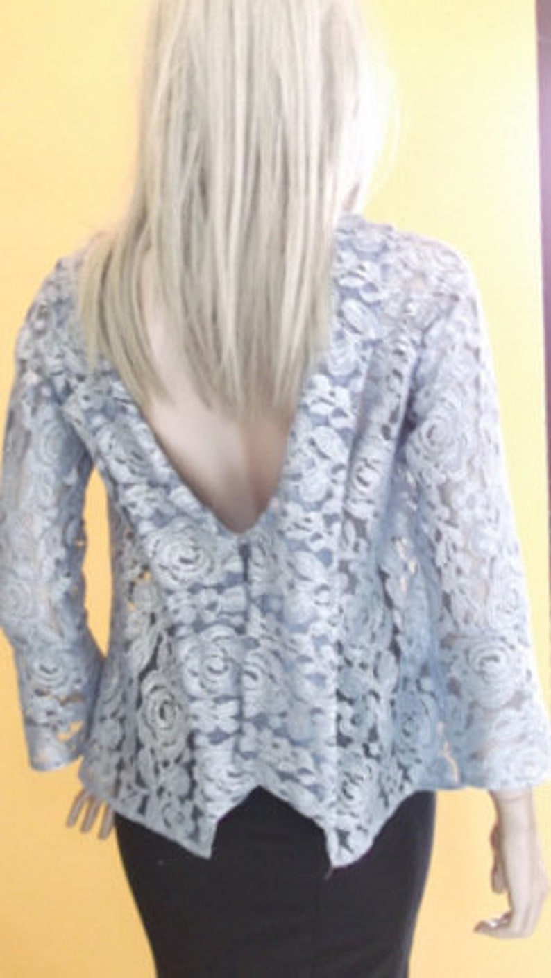 open back with long sleeves light blu lace shirt for woman