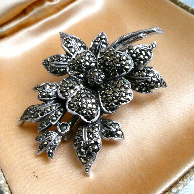Gift Boxed Vintage Deco 1940s Silver Marcasite Brooch Great Cond Silver A Glorious War Era Brooch 21g Rhodium Plated Rose Flower Spray