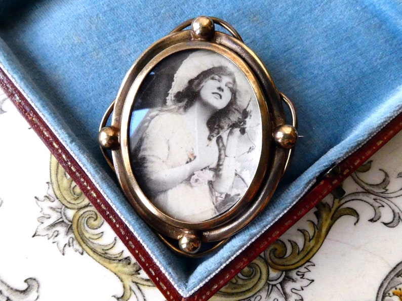 Vintage Jewellery Edwardian Rare /& Collectible Rare Antique Victorian Picture Cameo Brooch Great Cond Gaiety Girl?