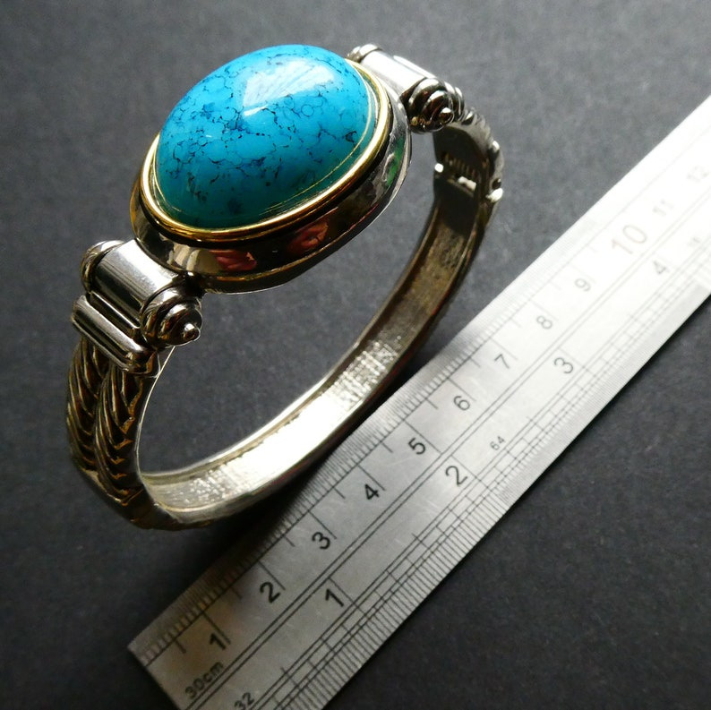 Pristine Cond Gift Boxed Vintage Jewelry Vintage Faux Turquoise Sprung Cuff w Gilt Detailing A Beauty
