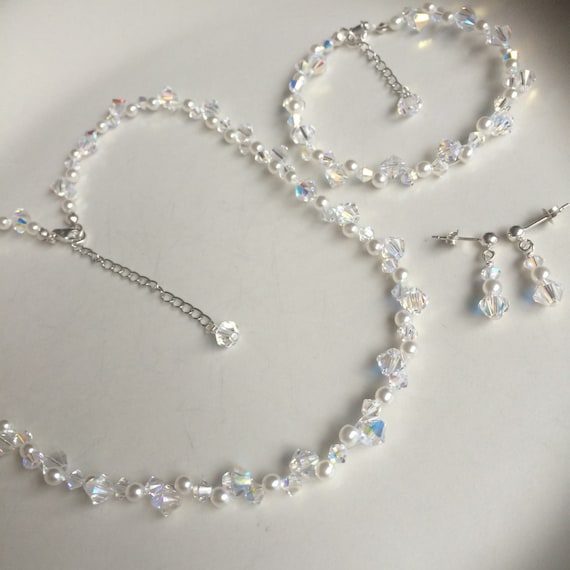 2.2CMS IN LENGTH. SET OF 20 FOR £3.00 ONLY TEARDROP PEARL BUTTONS WITH GOLD