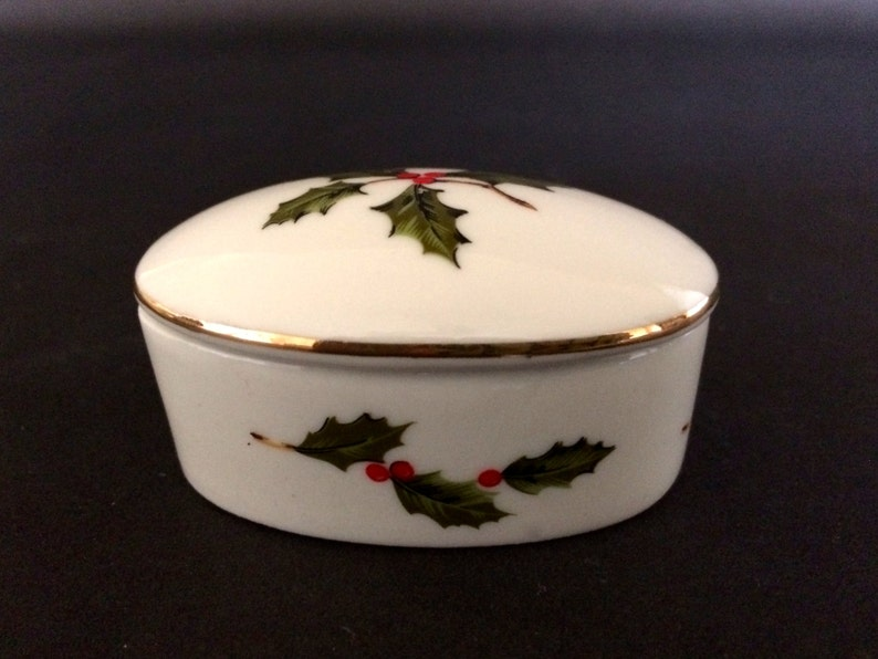 Lefton TRINKET BOX Holly & Berries CHINA Painted China Oval image 0