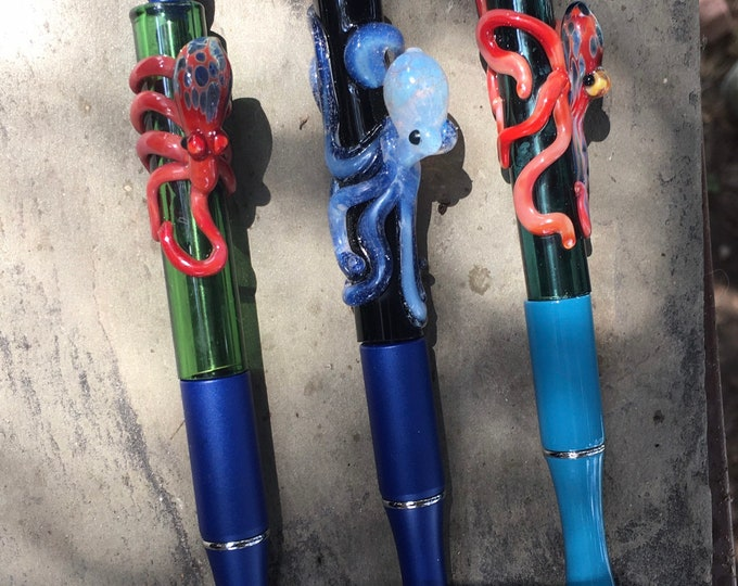 Boro Pens in your choice of Ghost Octo, Red and Teal or Red and Green - each comes with a free refil