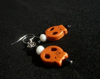 Fun earrings to celebrate halloween, Orange skulls and swarowski to illuminate your ears