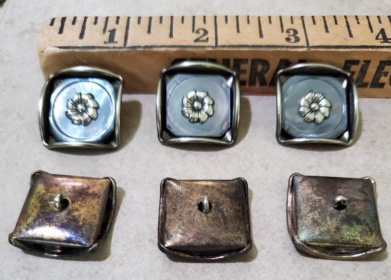 34-19mm Craft Clothing Jewelry QUEEN BESS Square Smoke Mother of Pearl B39 Silver Floral Ctr ANTIQUE Buttons Shank Back 30L